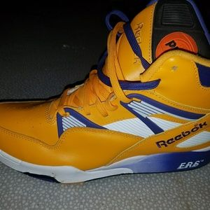 6d972937879462 Rare Lakers throw back pumps.  120  349. Size  12 · Reebok